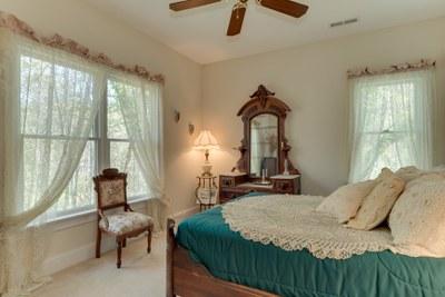 DSC 4903bedroom2
