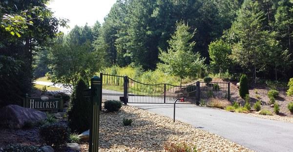 Hillcrest Gate